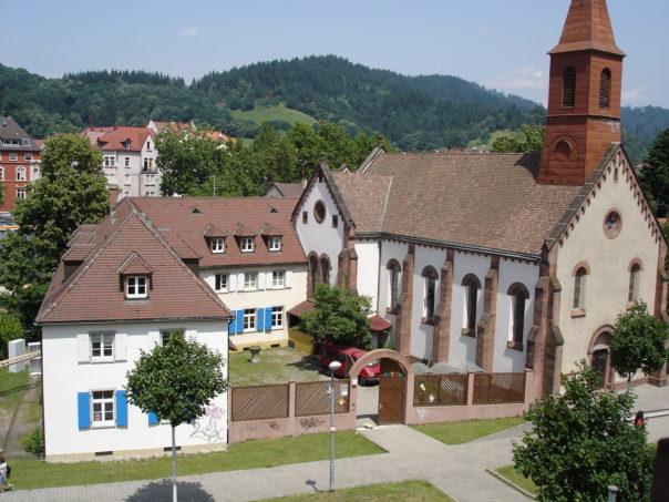 """Kindertagesstätte """"Maria-Schutz"""" (linkes Gebäude) in der unteren Schützenallee (Bild: Lehmann)"""