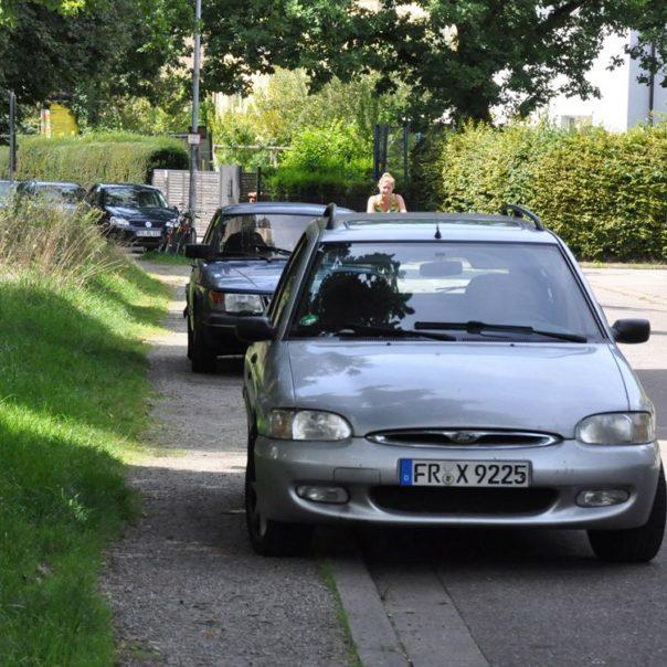 14-08-gehweg-zugeparkt-o-texte-mail