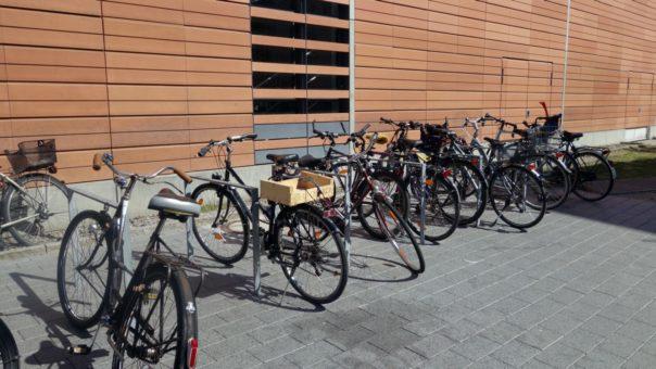 Zehn neue Fahrradbügel an der Südseite ZO       Bild: Lehmann