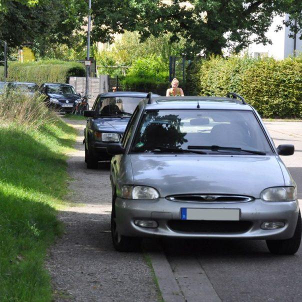 nehmen-14-08-gehweg-zugeparkt-o-texte-mail
