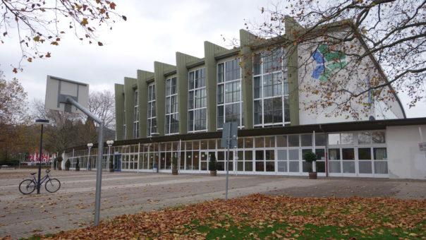 stadthalle-freiburg-fluechtlinge-unterkunft-1