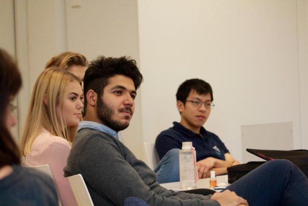 UWC_Freiburg_Interfaith Day_Schülerinnen und Schüler im Workshop
